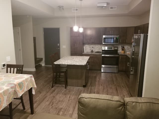 Updated quiet apartment in safe neighnorhood!