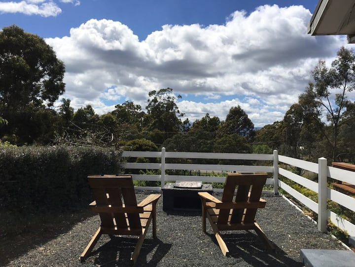Country hideaway 10 mins from city