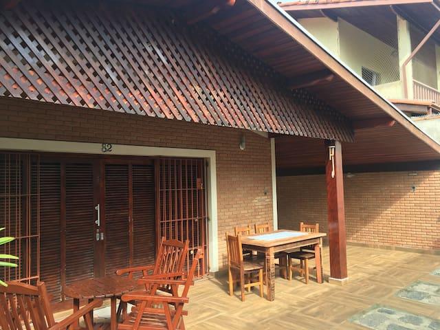 Casa com Três Suítes na praia das Toninhas Ubatuba