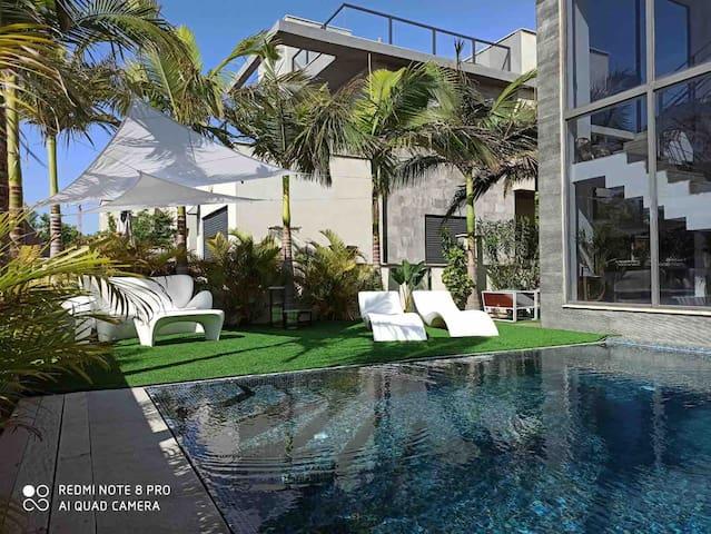 Villa 12 p avec piscine bord de mer
