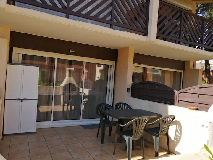Studio cabine terrasse et barbecue près de tout