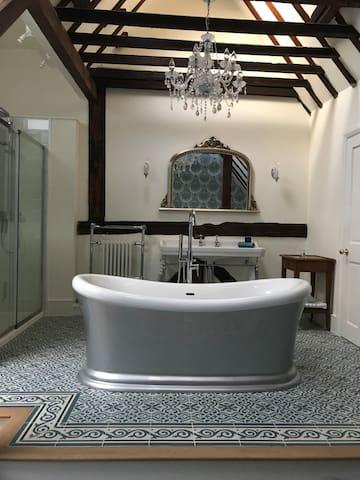 Luxury room with open En-suite including breakfast
