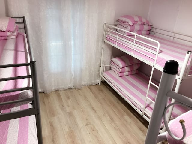 (Six-Bed Room)one bed 20€/night