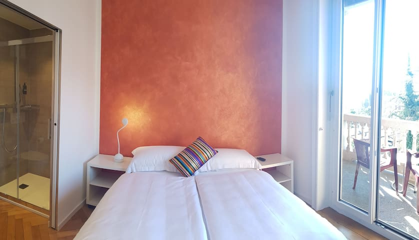 Romantic room with breakfast @ Home Hotel Locarno