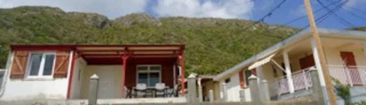 La Desirade  : jolie maison vue mer 6 couchages
