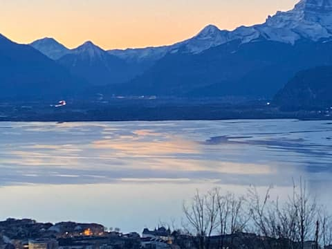 Designers Home  with stunning Lake&Mountain view