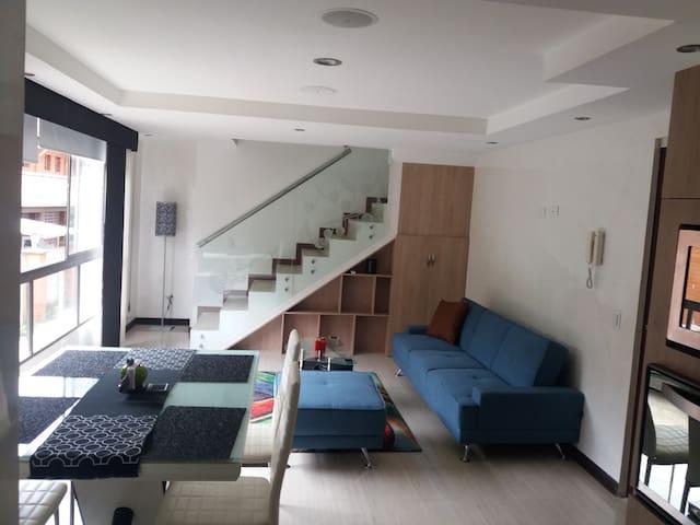 Duplex, lindo, moderno y amplio. Envigado.