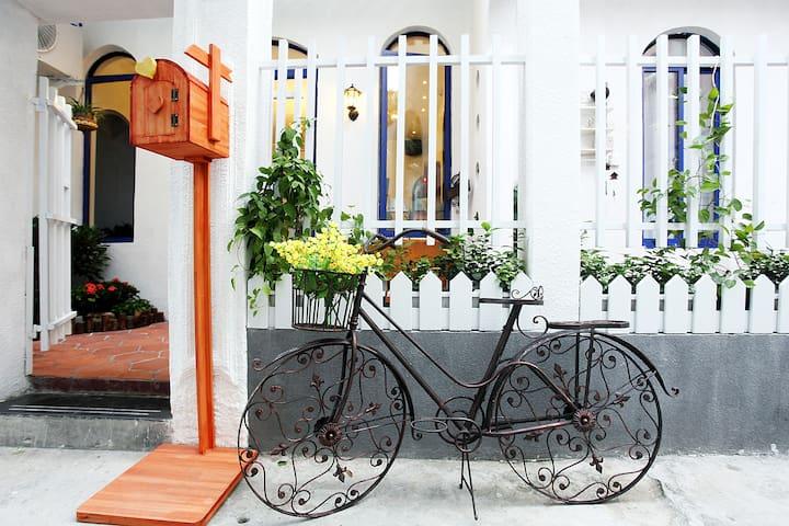 鼓浪屿美食街旁地中海风格的旅馆(伊亚双床房) - Xiamen - Şehir evi