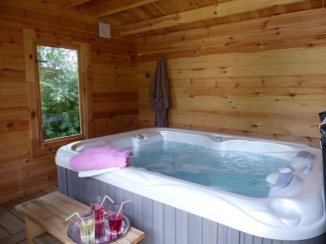 Gite spa/piscine chauffée ( de saison) au calme