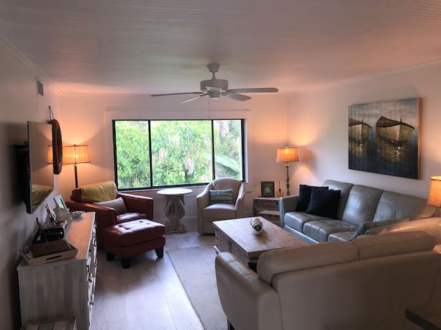 Siesta Key Condo near Crescent Beach and Trolley