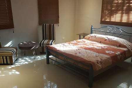 Blissful Bed & Breakfast (Room 5) - Tacloban City - Talo