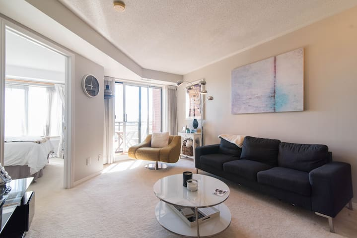 Charming and Central, One Bedroom + Free Parking - Ottawa - Apartemen