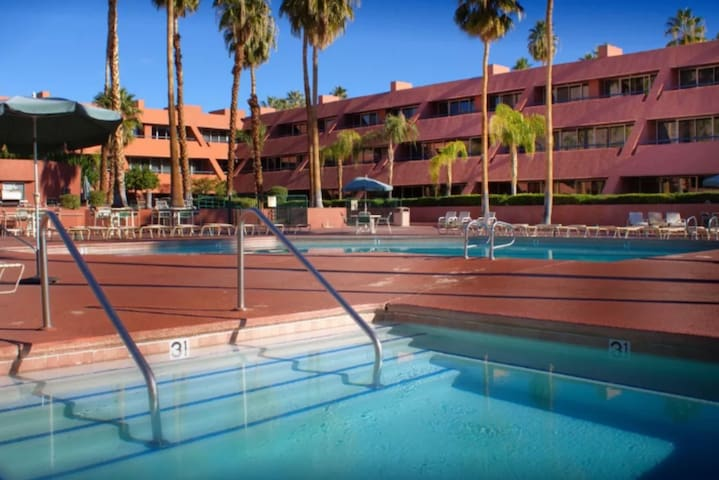 Palm Springs 1BR condo heart of dwntwn Pool Tennis