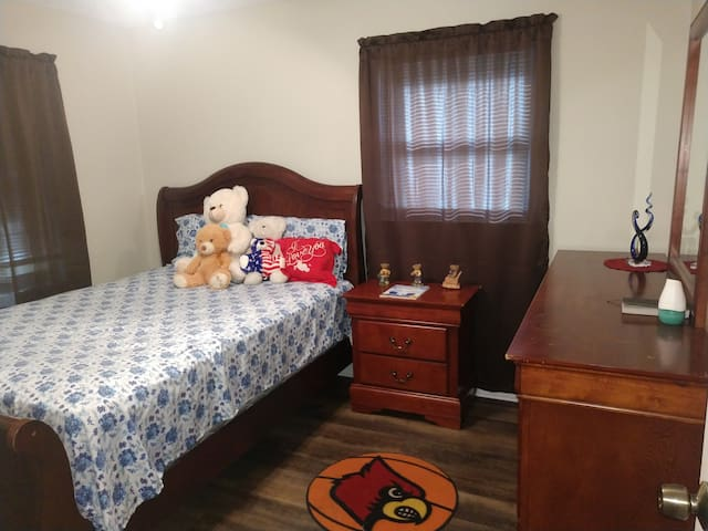 Amazing bedroom available!