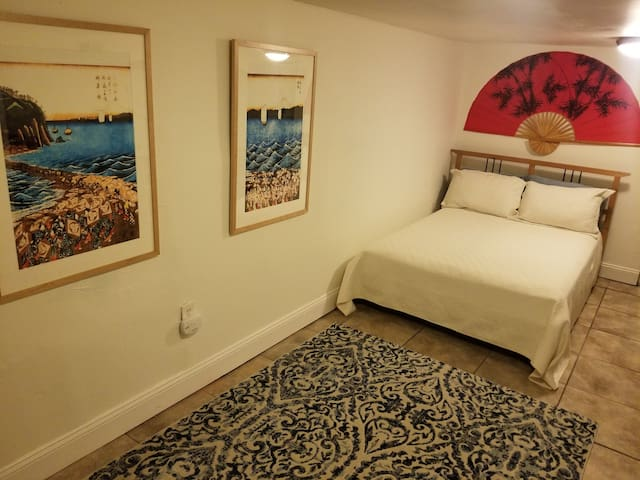 Guest Suite w/ Prvte Entry/Prvte Bed&Bath/by Metro