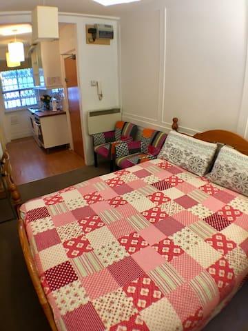 Bloomsbury Apartment P/2