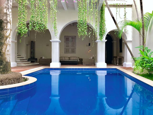 Luxury Villa with the biggest pool in the Old City