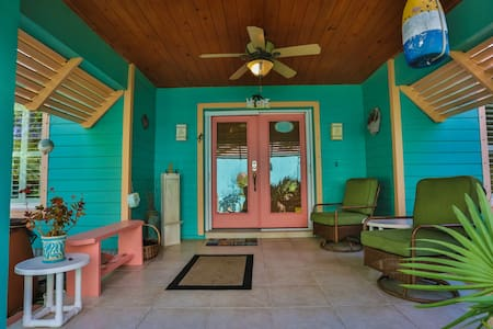 Tropical Hideaway, 2 Bdr, walk to the Beach! - 弗拉格勒海滩 (Flagler Beach) - 独立屋