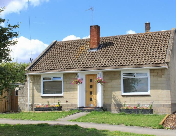 Detached 2 bed bungalow in Bradford on Avon