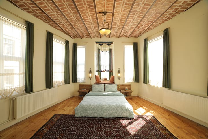 ★ Stunning Sunlit Room ★ Stylish House ★ Galata ★