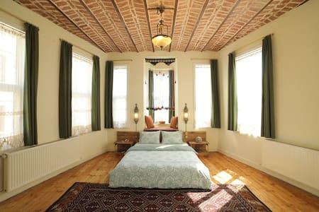 ★ Stunning Sunlit Room ★ Stylish House ★ Galata ★