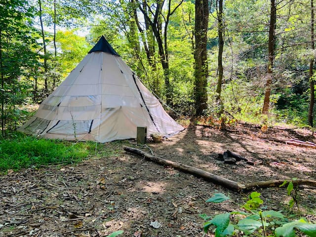 Quartz Tipi with Bathhouse, Artist Owned