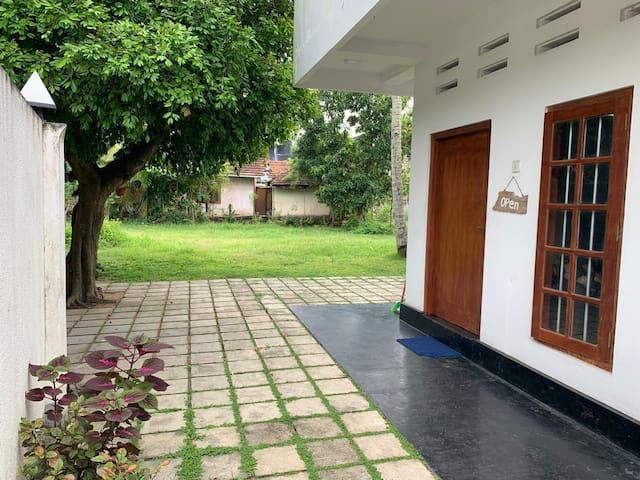 Cozy double rooms 50 meters Weligama surf point