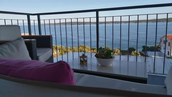 Two Bedroom Apartment, 200m from city center, seaside in Zavala - island Hvar, Balcony