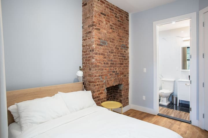 Artsy private BR in Bushwick, near J train! 2-1