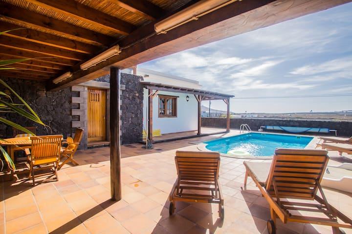 A2 casas y villas juan y juani lanzarote, piscina