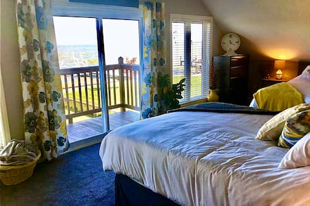 Beautiful Lakeview Room in Belle River