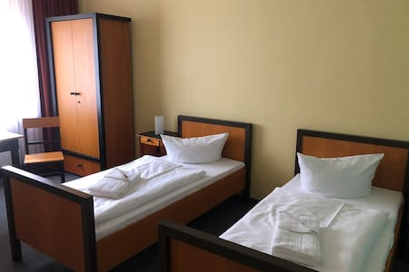 Standard-Doppelzimmer - Haus des Volkes - Das Bauhaushotel
