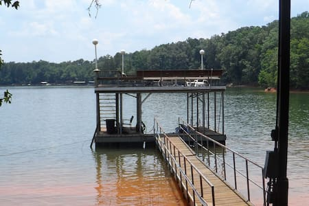 Lake Hartwell Get Away - Westminster
