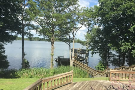 4BR/5BA Fishing Lodge on Lake Washington!!