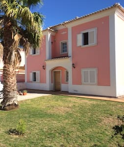 4 bedroom villa with pool nr Vilamoura marina
