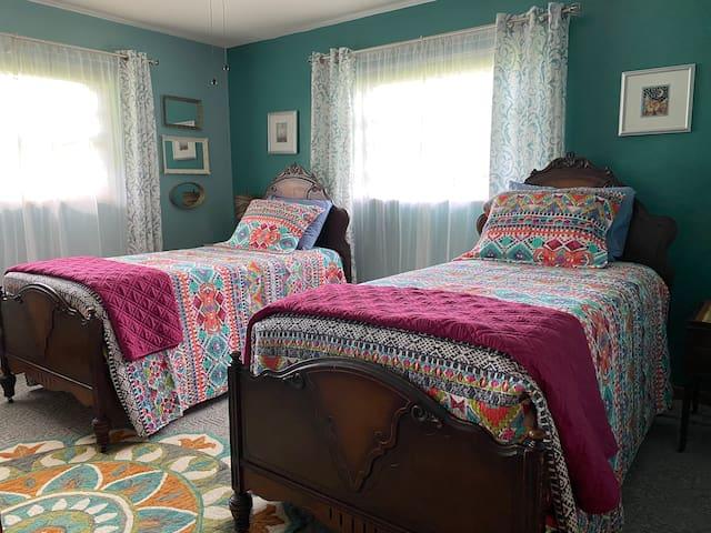 Twin bedroom, upstairs