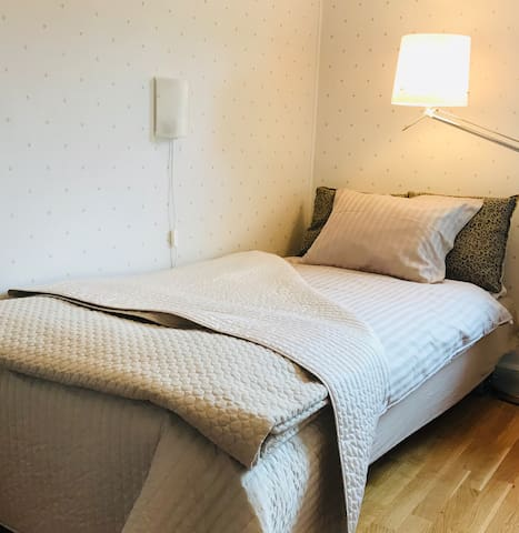 Sandsborg Guest House City close  Budget bedroom