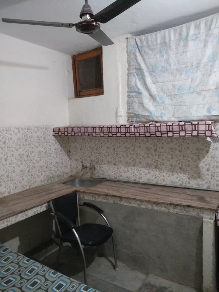 Non A.C Single Bed Kitchenette Pvt. Room-Male Only