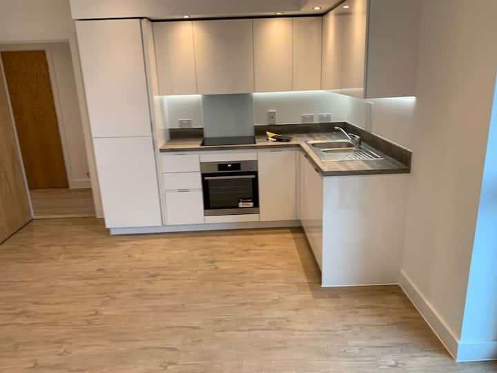 New-Full flat opposite Luton Airport Prkwy Station