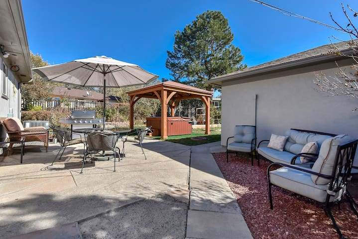 Grand Oasis 3BR with Hot Tub + Close to Downtown