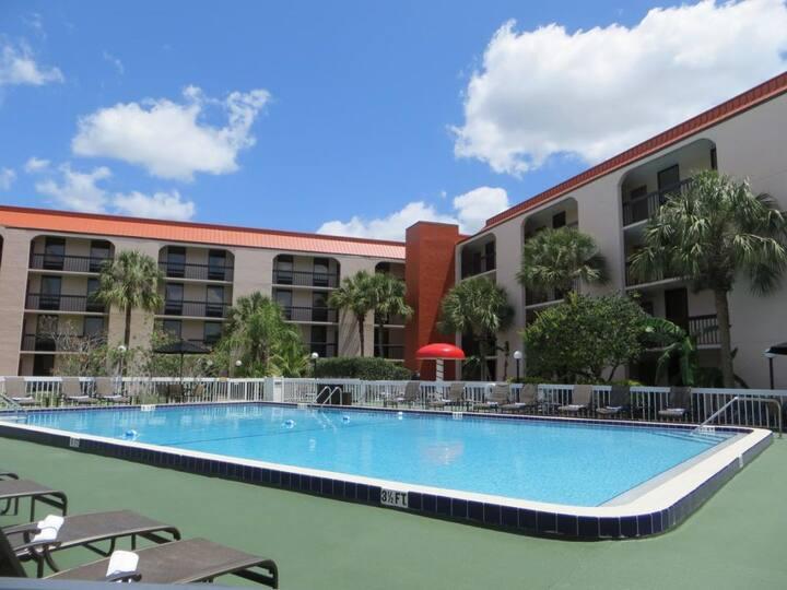 Summer Sale! Comfy Unit, Pool, Breakfast!