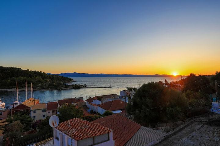 Sterna Suite: Paxos apartment in Gaios, sea views