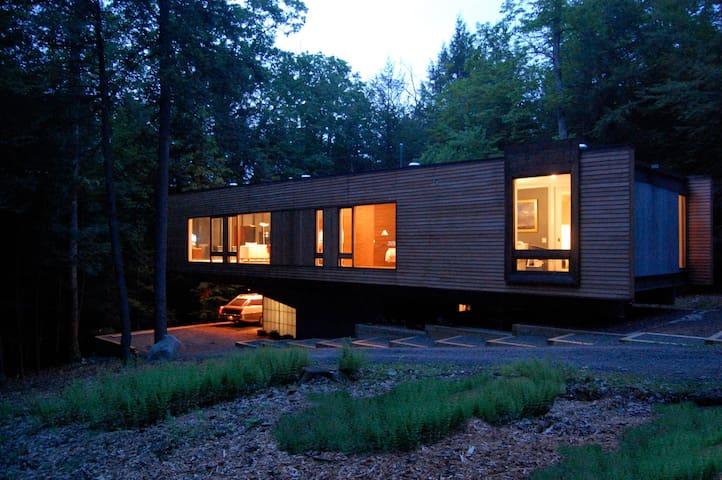 Ultra Modern Glass Box on 10 acres - Kerhonkson - Huis