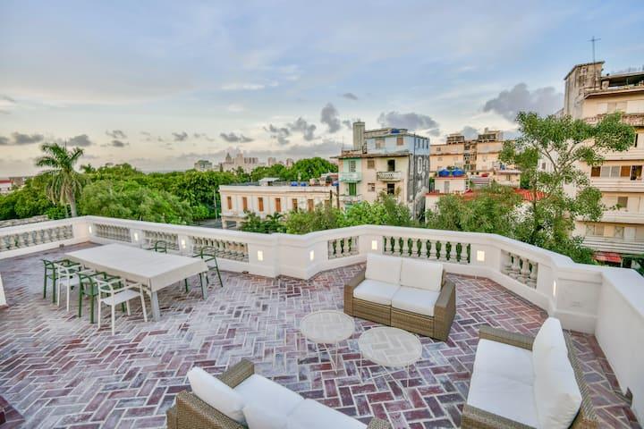 Colonial Rooftop Loft in the ❤️ of Havana