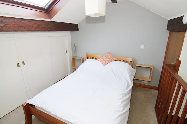 Double Bedroom overlooking Grassington centre