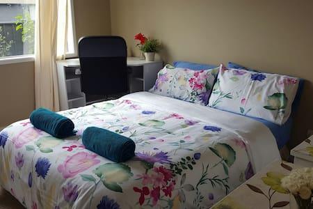Peaceful & quiet, modern bedroom(1) - Cranbourne North - Hus