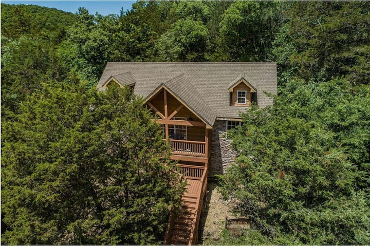 Exquisite Private Mtn. Cabin in gated resort