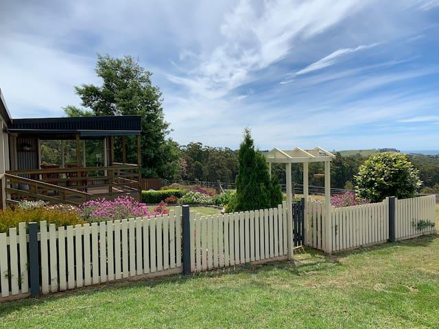 Private Cottage - Penguin Farmlet - Amazing Views