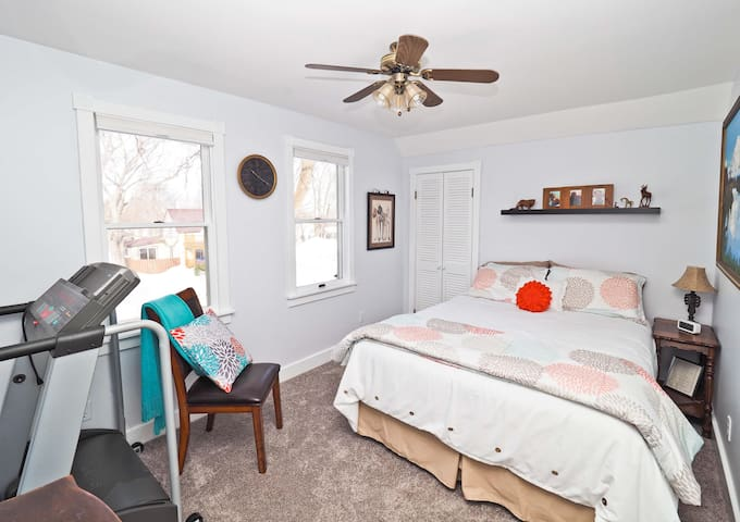 Queen bed, good size closet, pack n play, twin mattress available for use too.