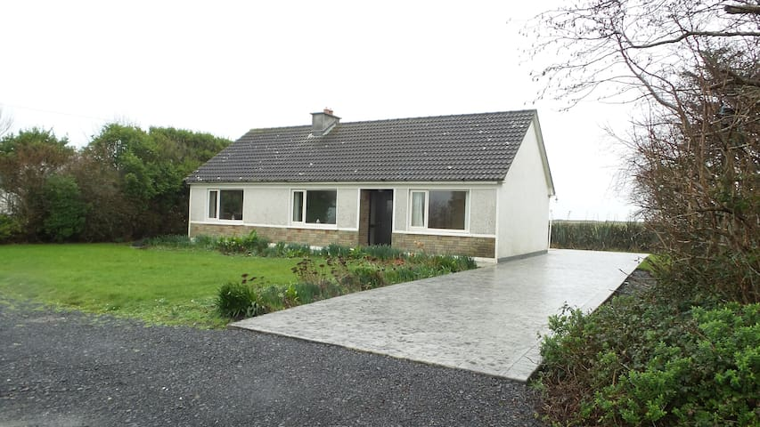 Fully Modernised 3 Bedroom Bungalow - Carrigaholt - House
